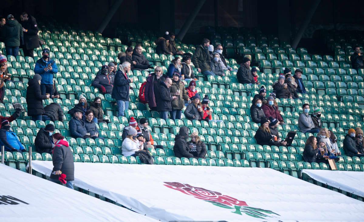 Yleisöä urheilutapahtumassa.