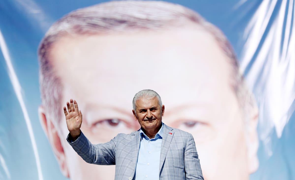 Binali Yildirim kampanjoi Istanbulissa.