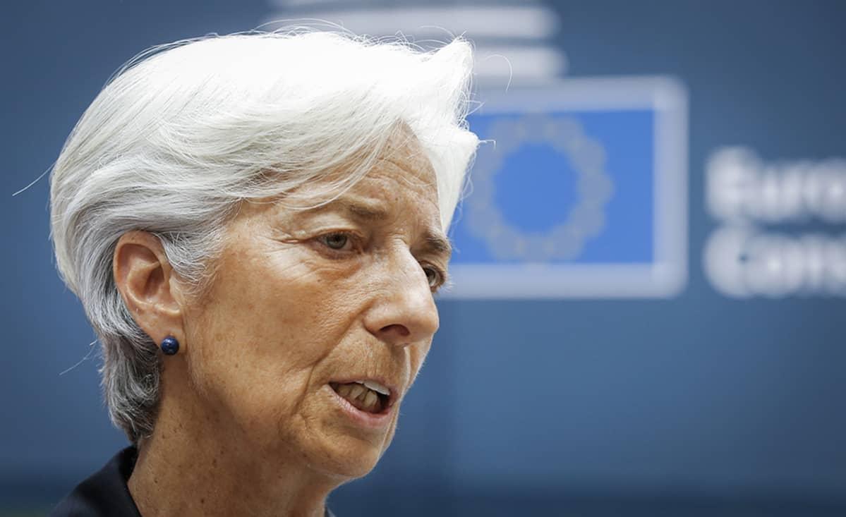Christine Lagarde kuvattuna saapuessaan Euroryhmän tapaamiseen Brysselissä 27. kesäkuuta 2015.