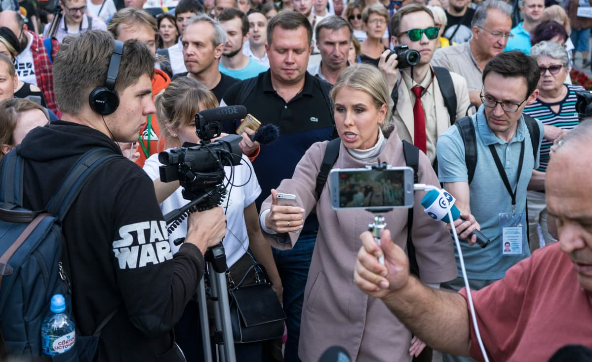 Fjodor Hudokormov kuvaa oppositiopoliitikko Ljubov Sobolia.