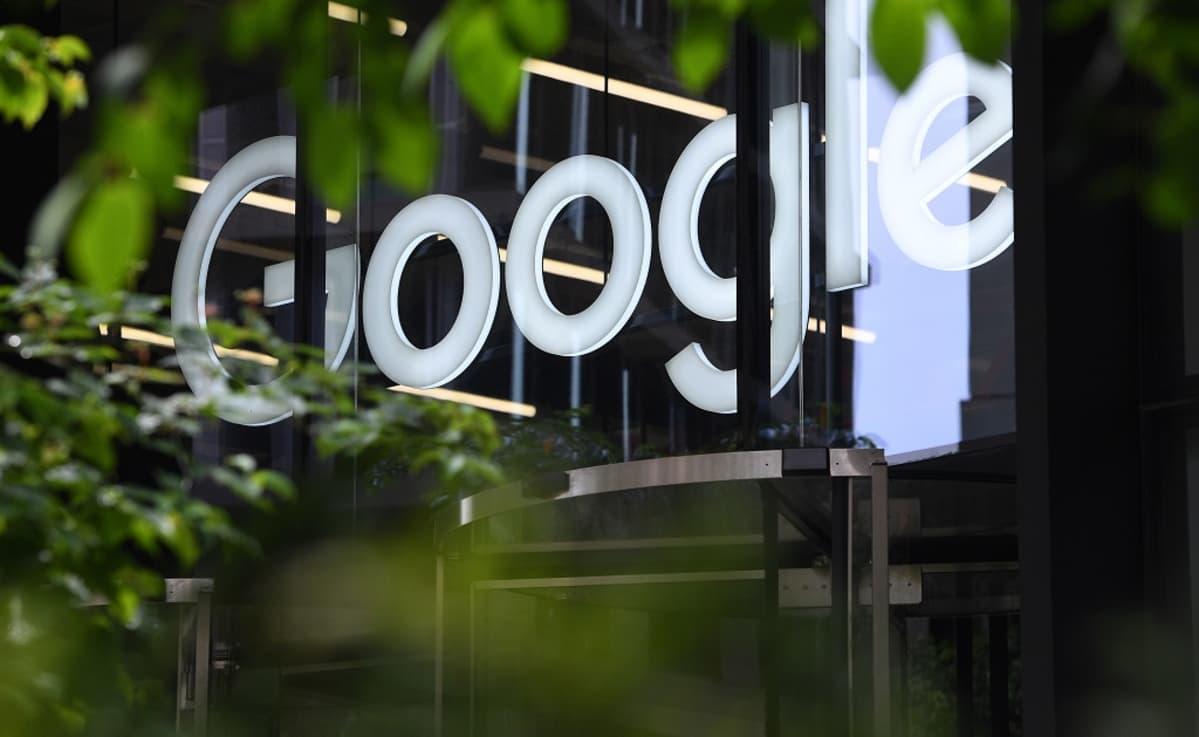 Googlen logo näkyy yhtiön Lontoon toimistorakennuksen seinällä.