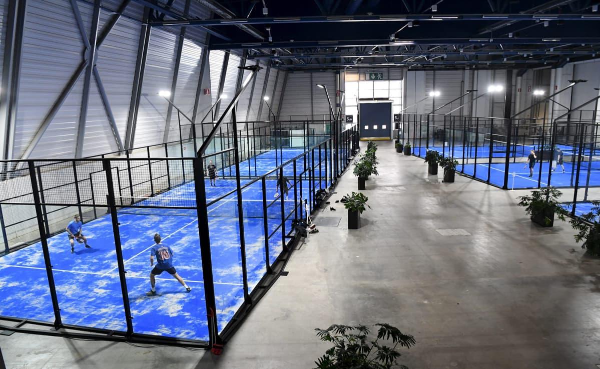 Messukeskuksessa Helsingissä avattiin padel-areena 13. helmikuuta 2021.