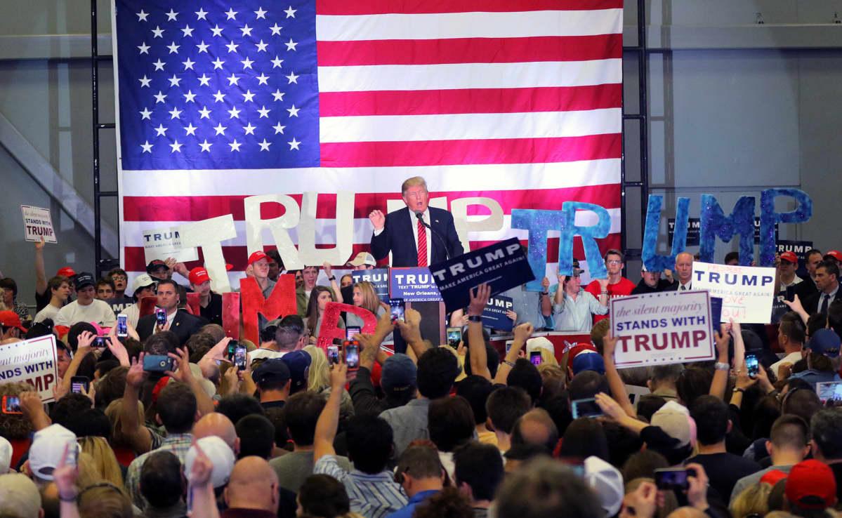 Donald Trump kannattajiensa joukossa New Orleansissa maaliskuussa 2016.