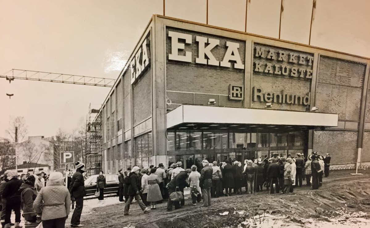 Eka-marketin ruuhkat Kotkassa v. 1981