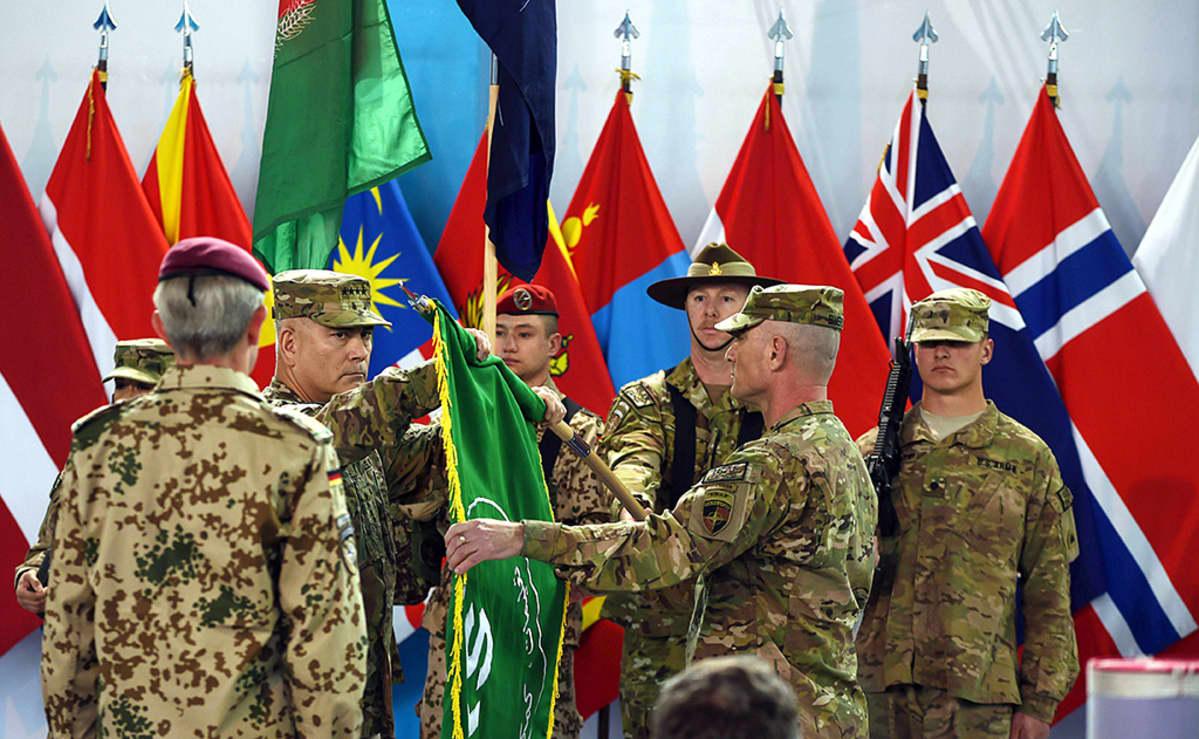 Yhdysvaltalainen kenraali, Isaf-joukkojen komentaja, John Campbell osallistui Isaf-operaation päätöstilaisuuteen 28. joulukuuta Kabulissa.