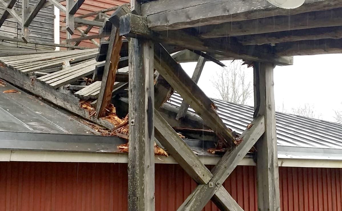 Leineperin Ruukin silta romahti Ulvilassa.