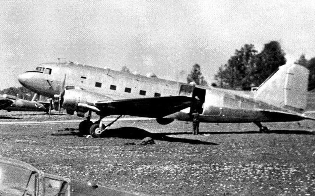 DC3-kone kuvattuna Barkabyssä  1951. Neuvostoliitto ampui koneen alas kesällä 1952.
