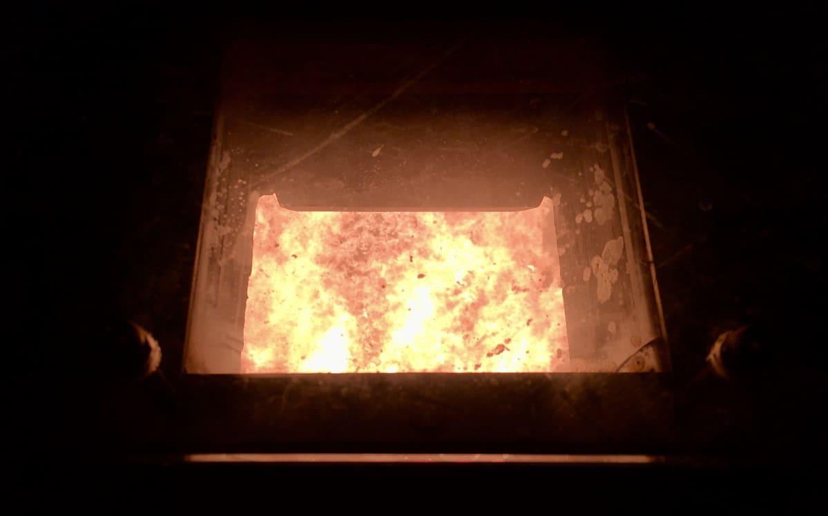Virolaisen Irun lämpövoimalan polttouuni.