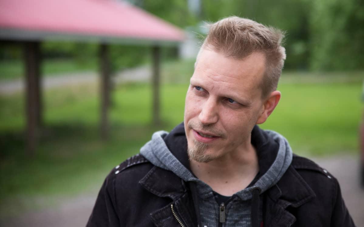 Rakennusterveys-, asbesti- ja haitta-aineasiantuntija Jussi Timonen.