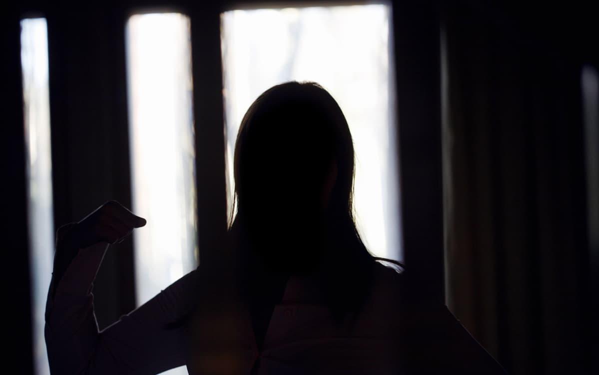 naisen siluetti