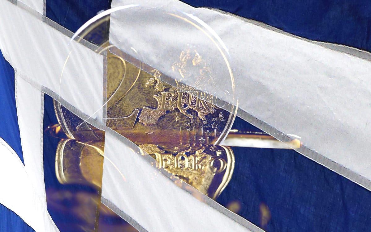 kahden euron kolikko ja kreikan lippu -kuvitus