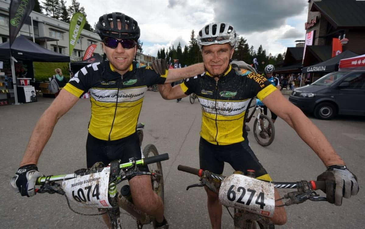 Jaakko Mursu ( oik) Markku Koljonen Tahko MTB