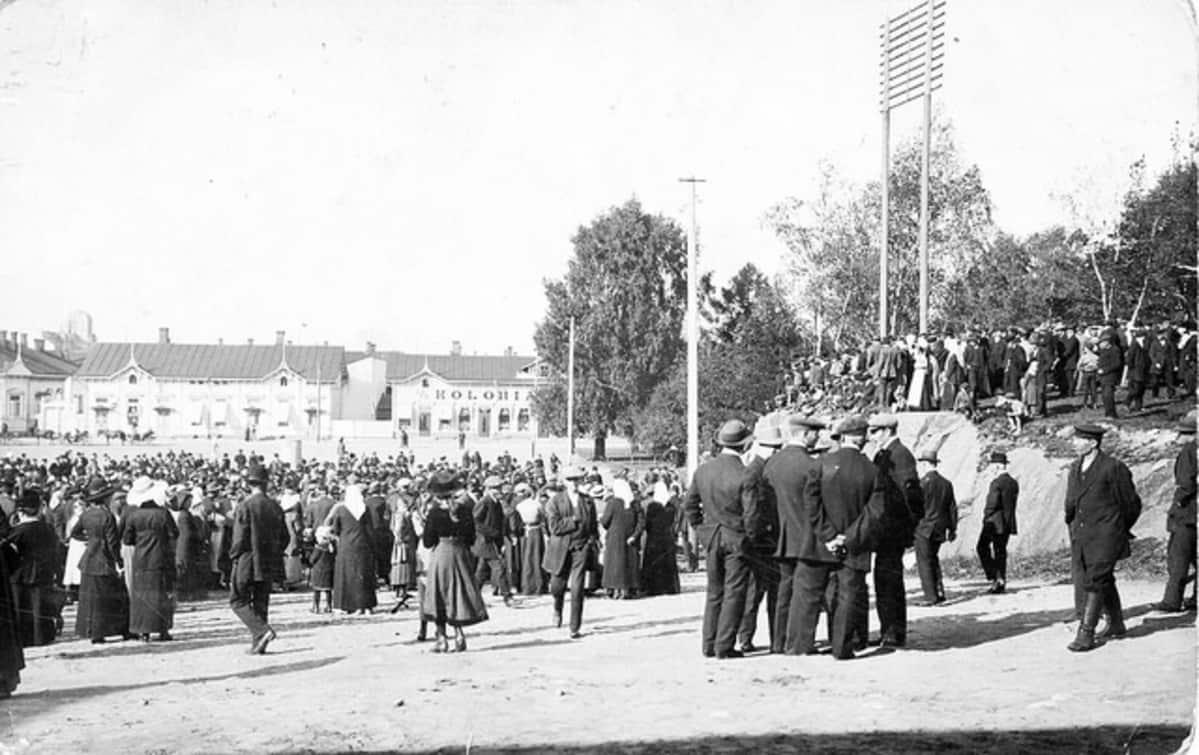 Suomalaisen viikon avajaiset Kotkan kauppatorilla syksyllä 1918, Kymenlaakson museo