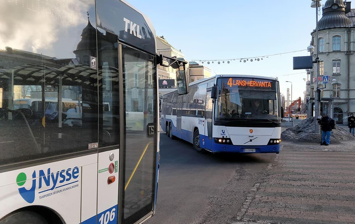95-linjan vuoroja kulkee edelleen Oriveden ja Tampereen välillä, mutta normaalia harvemmin