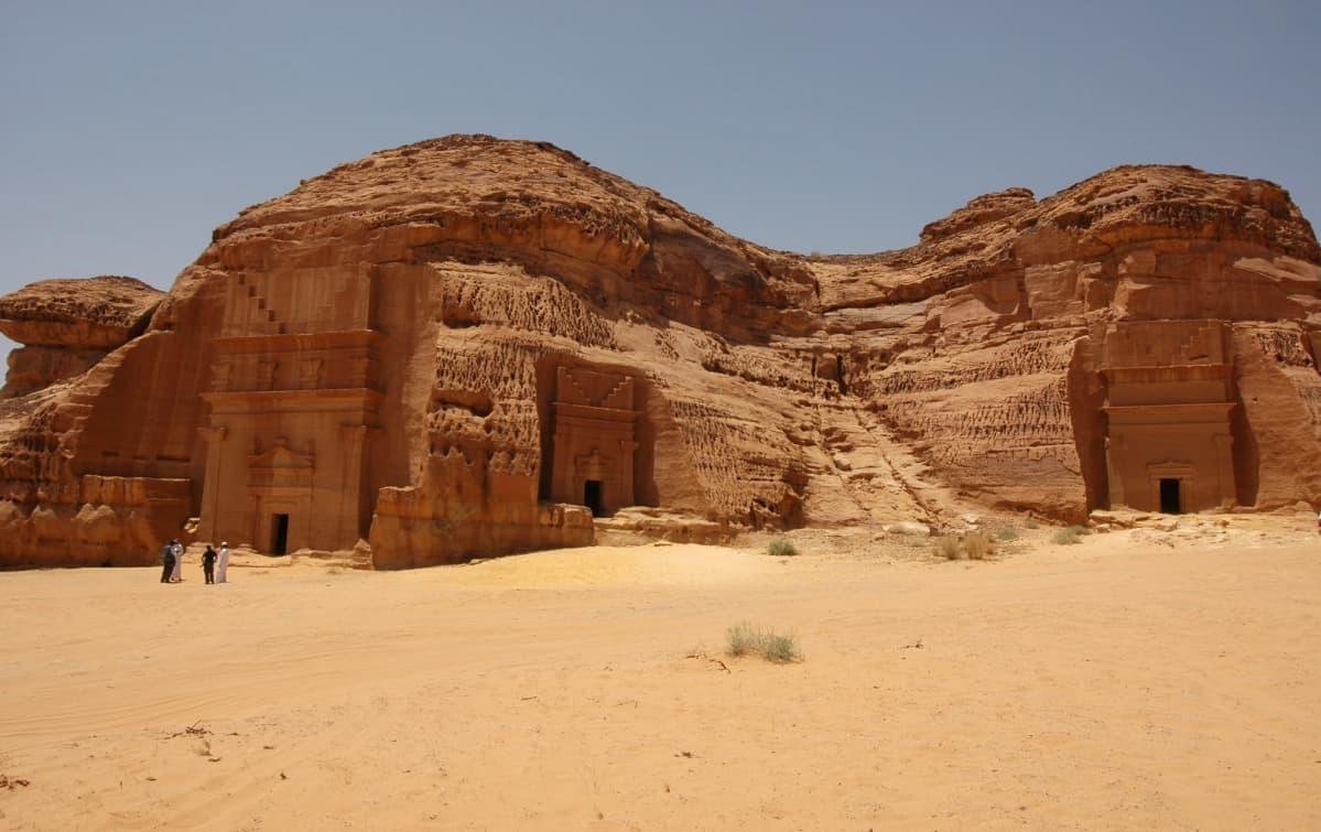 Mada'in Salehin arkeologisella alueella on yli 100 koristeellista hautamonumenttia.