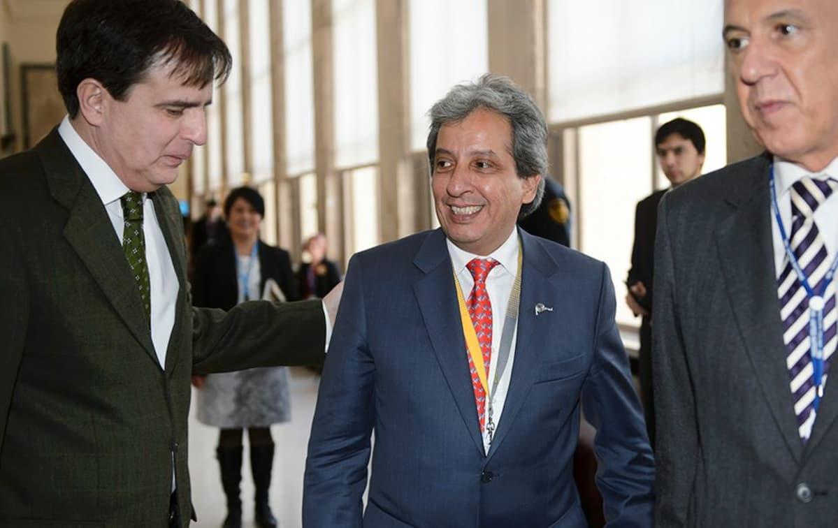 Perun ympäristöministeri Manuel Pulgar-Vidal saapui Genevessä järjestettävään ilmastokokoukseen 8. helmikuuta.