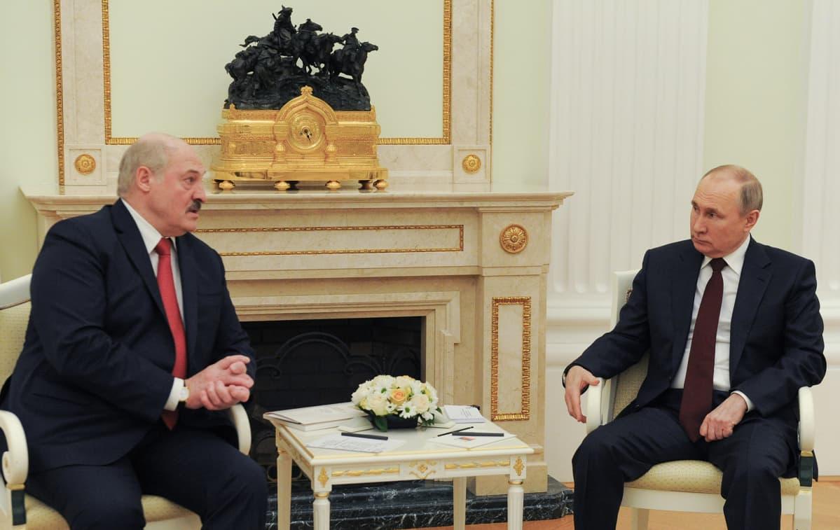 Valko-Venäjän presidentti Alexander Lukashenko ja Venäjän presidentti Vladimir Putin.
