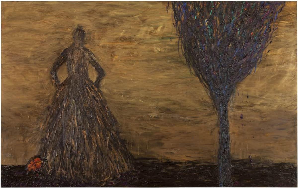 Kuvassa on nainen, jonka hameen alaosaan on kiinnittynyt leppäkerttu. Naisen ja puun taustaa valaisee kullankeltainen taivas.