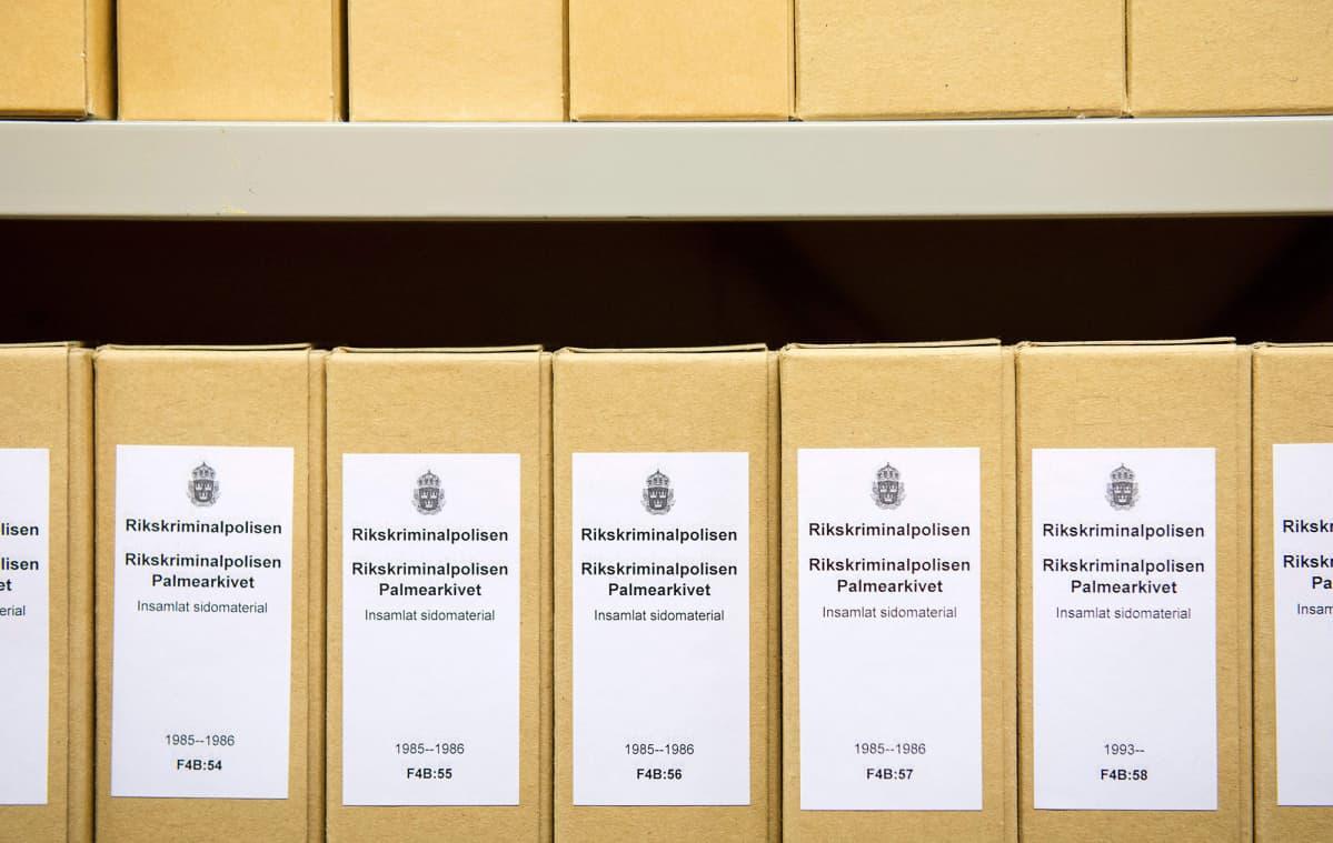 Olof Palmen murhaan liittyvää tutkintamateriaalia.