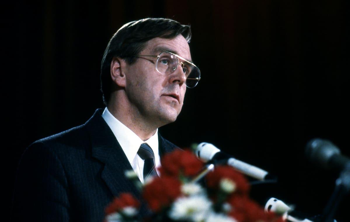 Kalevi KIVISTÖ SKDL:n puoluekokouksessa 24.5.1985.