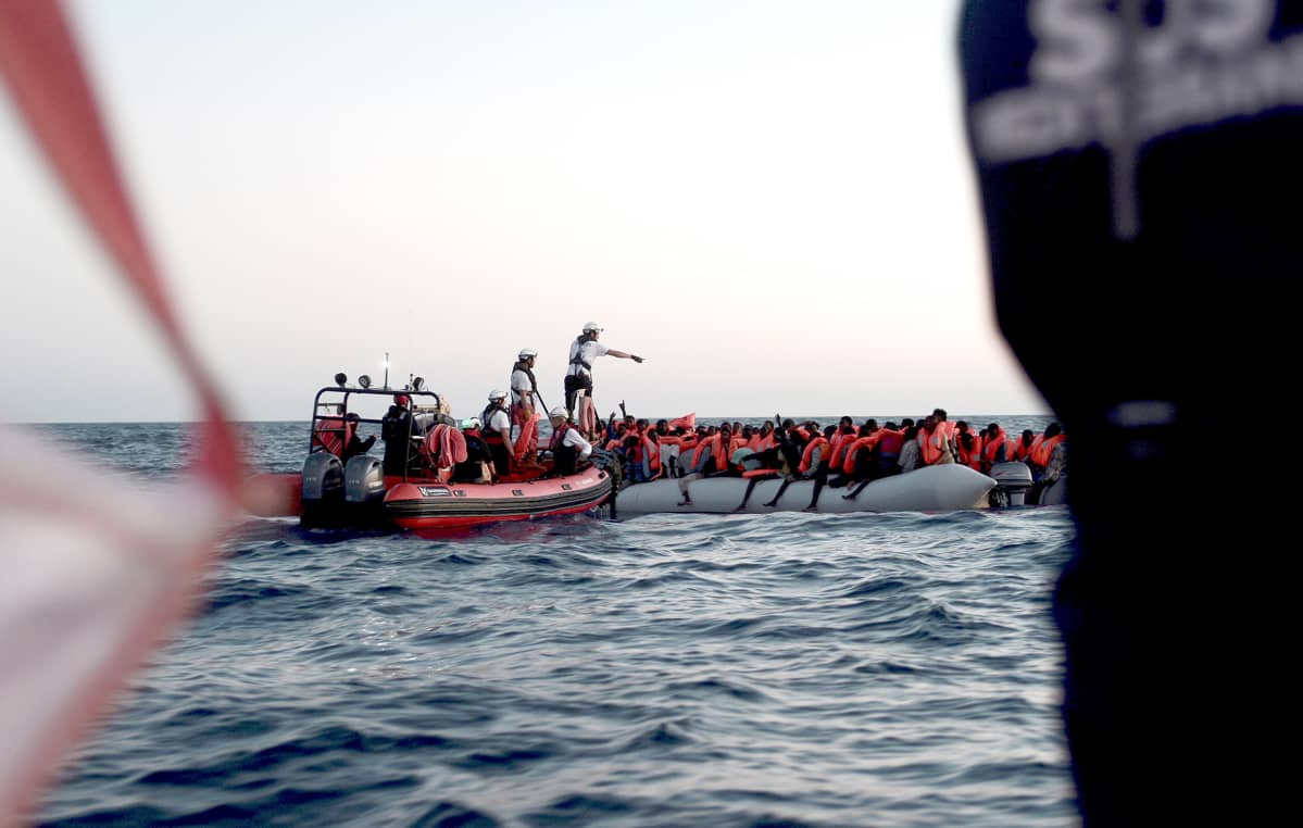 Aquarius-alukselle poimittiin merestä pakolaisia.