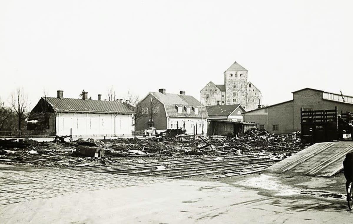 Turun linnan seutua pommitusten jälkeen
