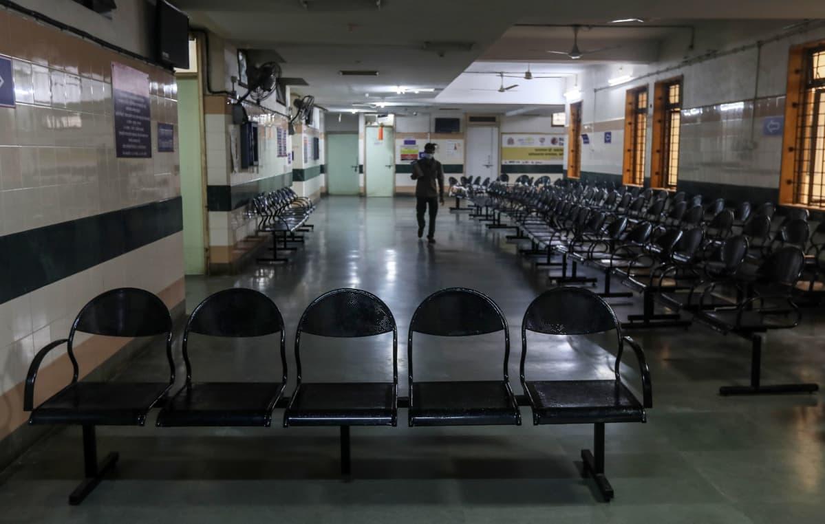 Tyhjä rokotuskeskus rokotepulasta kärsivän Intian Mumbaissa
