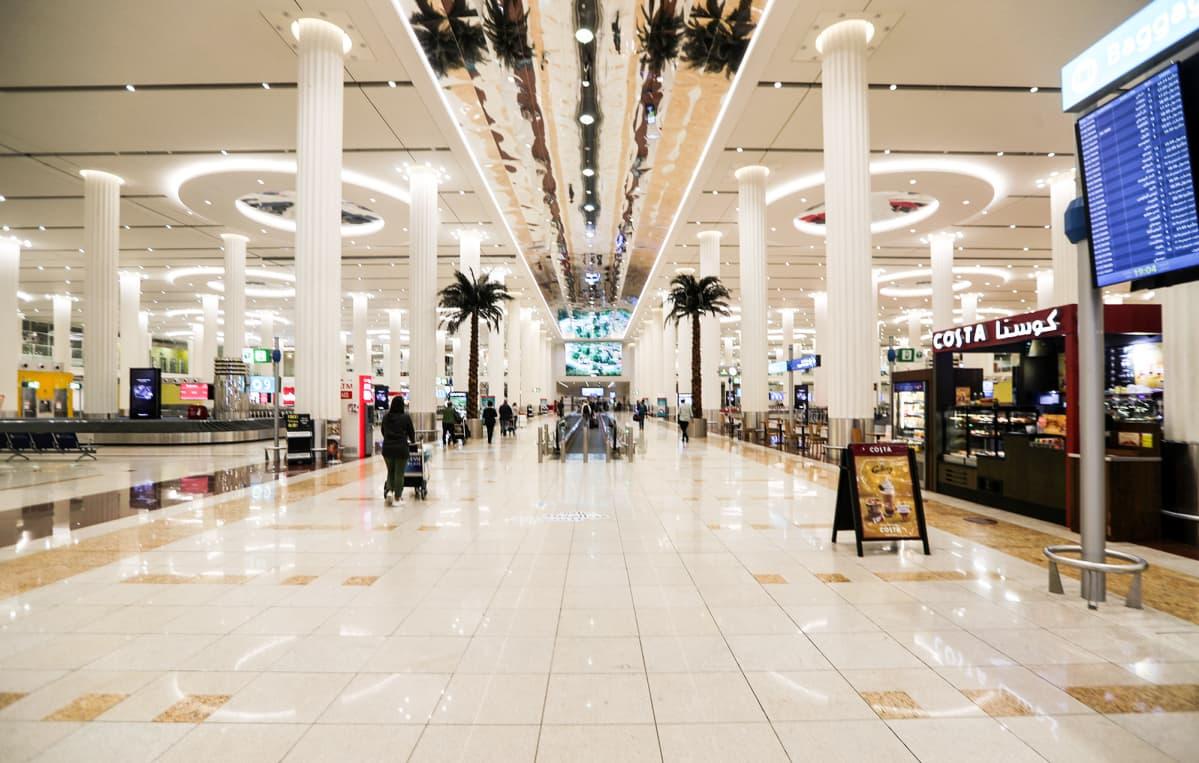 Dubain lentoasema tyhjillään.