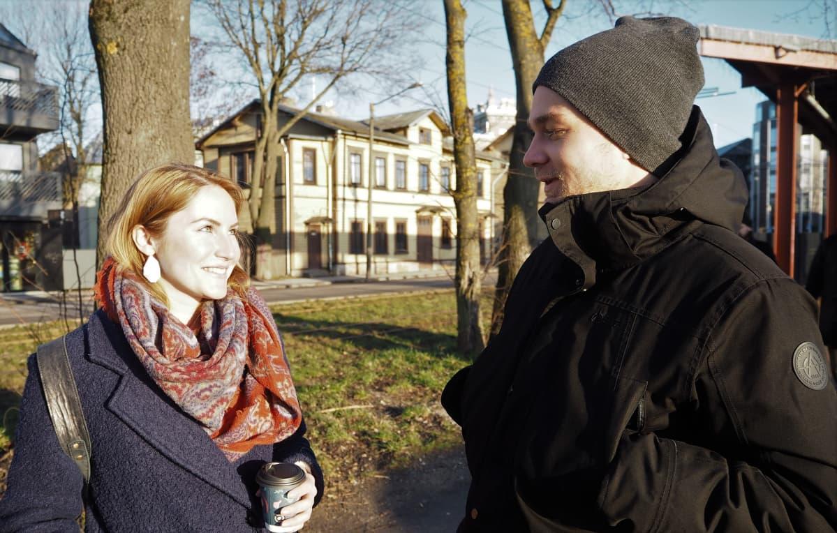 Sandra Sultsing ja Sander Sõõrumaa pitävät Mart Helmen kommentteja tyypillisenä populismina.