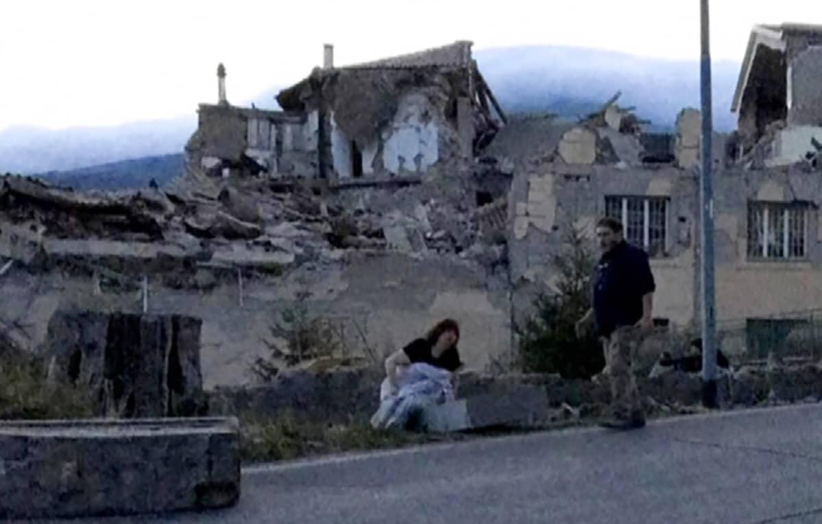 Maanjäristyksessä tuhoutuneita rakennuksia.