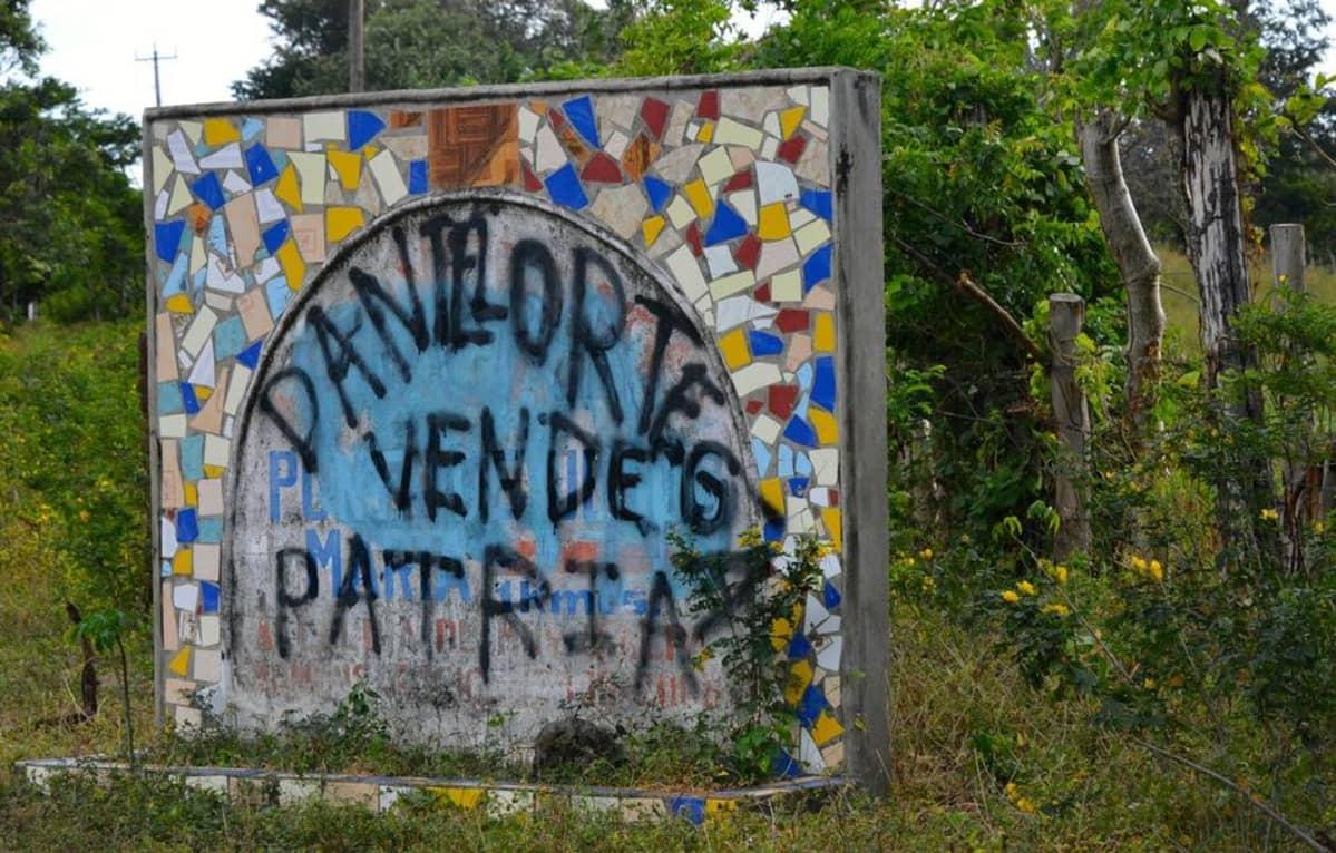 Daniel Ortega myy isänmaan, julistaa graffiti Ometepen saarella.