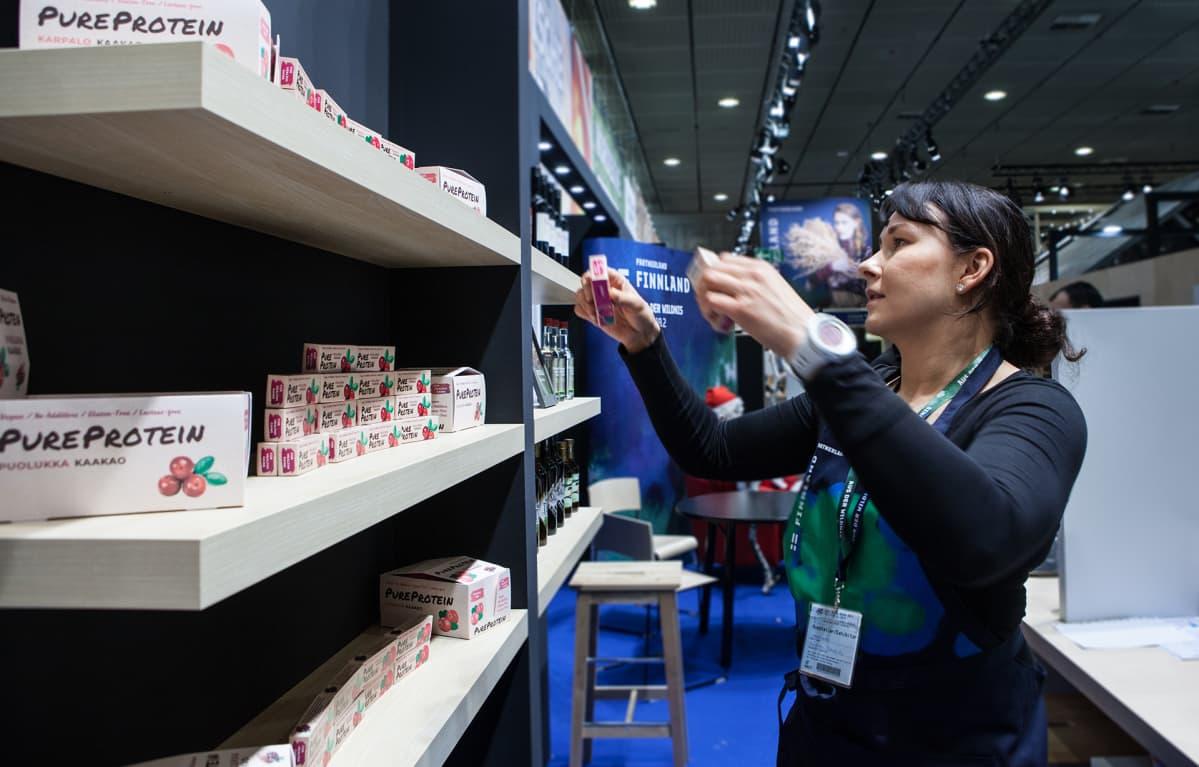 Maija Autio on itse kehittänyt proteiinipatukoita suomalaisista marjoista.