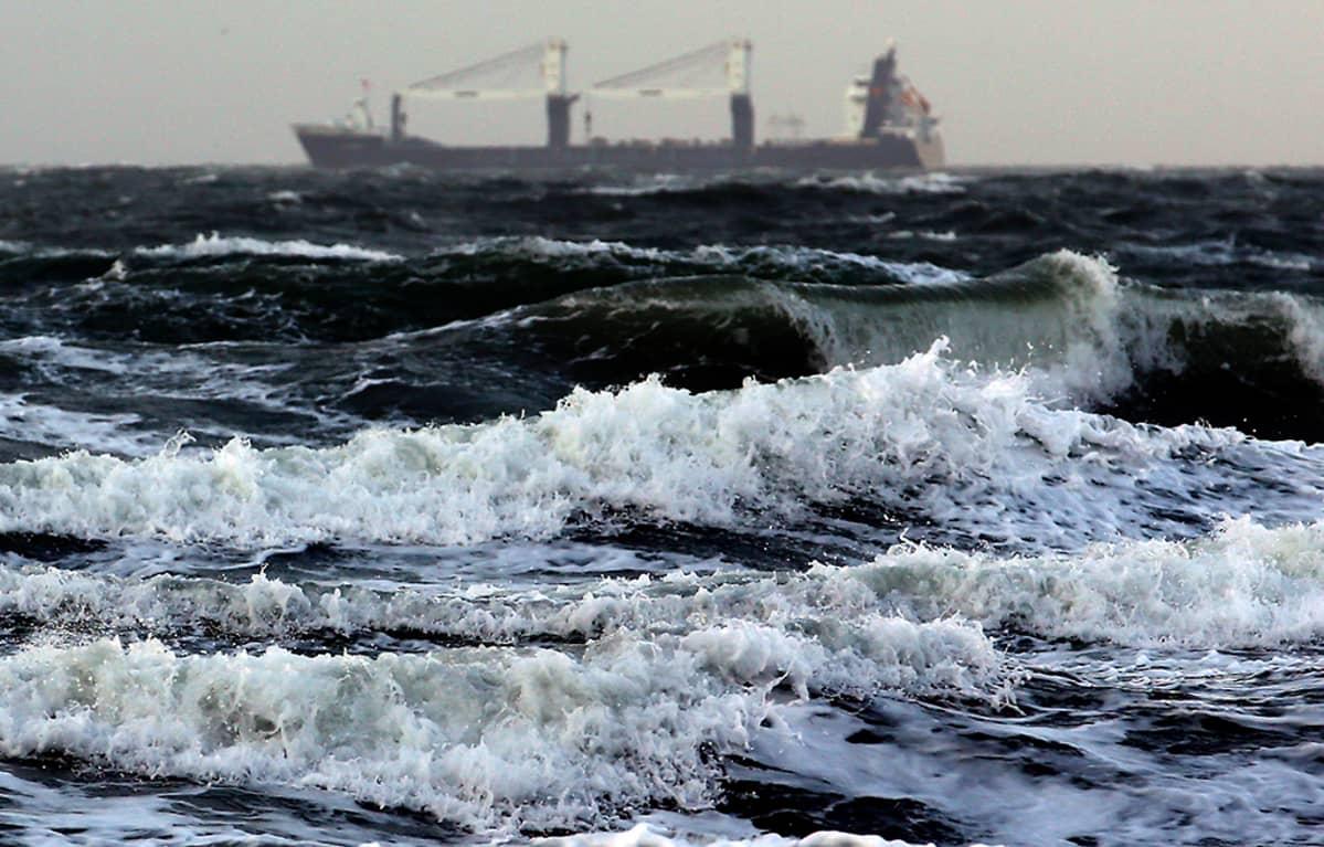 Itämeri myrskyää.
