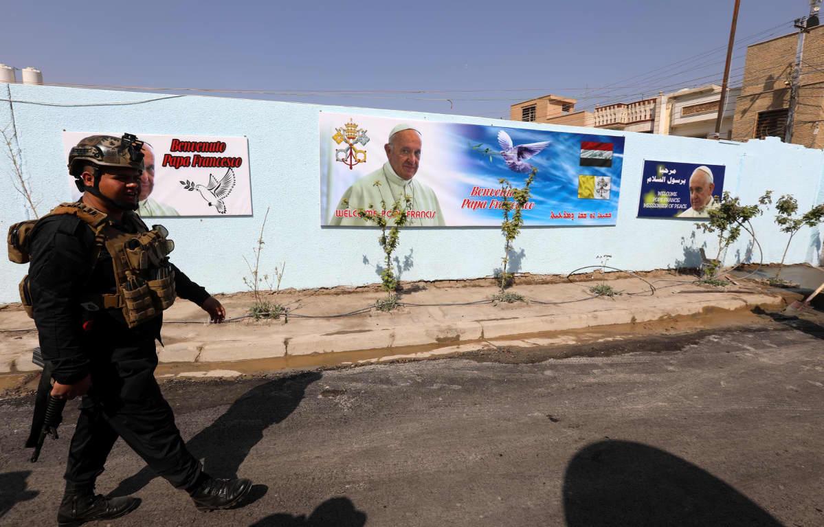 Paavi pitää messun lauantaina Pyhän Joosefin kaldealaisessa kirkossa Bagdadissa. Vierailua turvaamaan on komennettu tuhansia poliiseja.