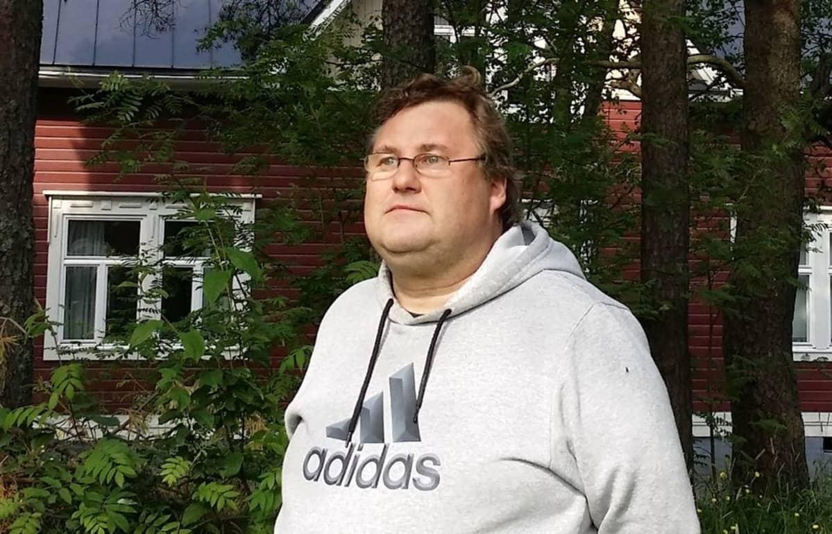Kokkolalainen lintuharrastaja Marko Pohjoismäki.
