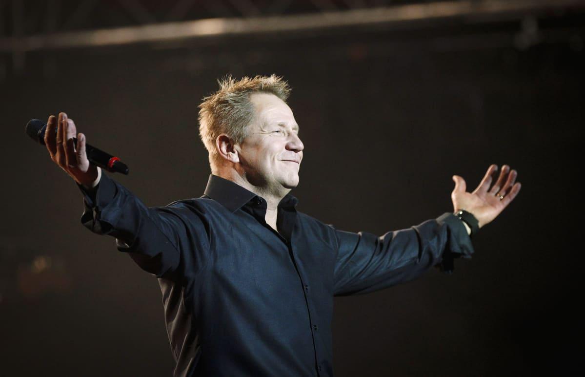 Olli Lindholm