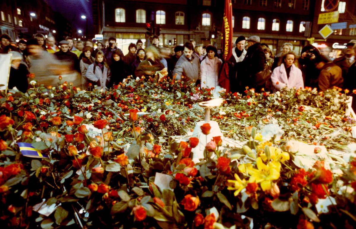 Kukkameri Olof Palmen murhapaikalla 1.3.1986.