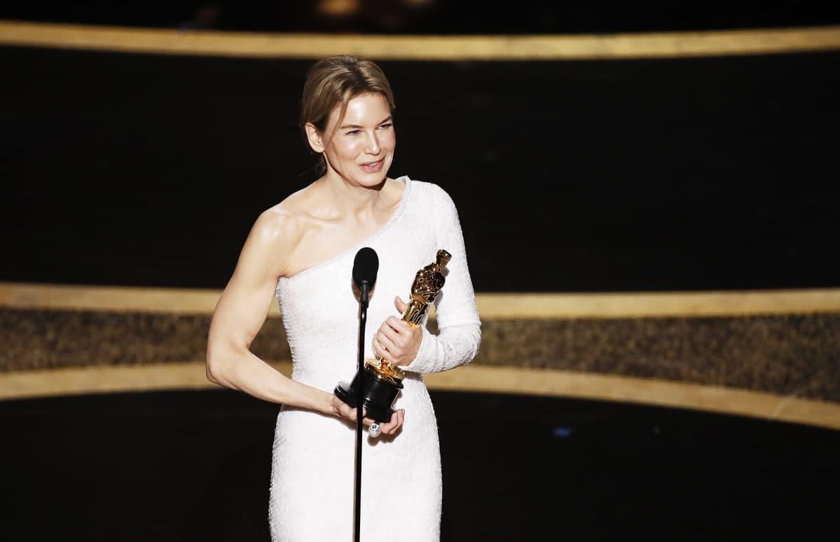 Renée Zellweger voitti parhaan naispääosan palkinnon.