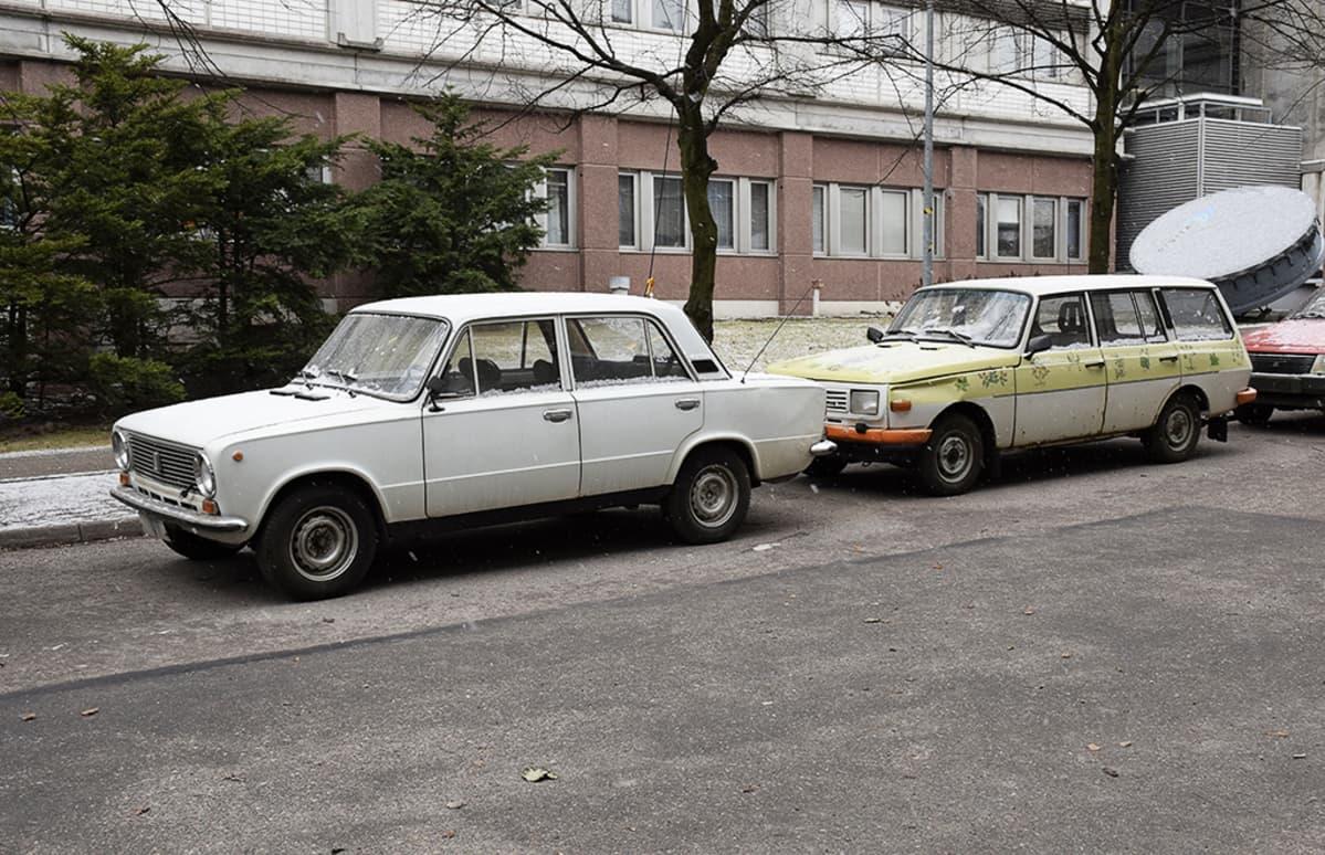 Ylen rekvisiitta-Lada päätyi myytiin maaliskuussa 2015.
