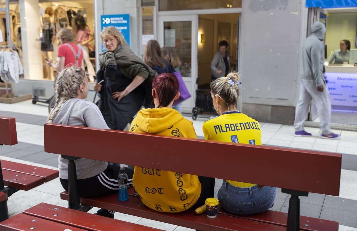 Tukholma, naisten Ruotsi-Hollanti jalkapallo-ottelu, Tina Mladenovic