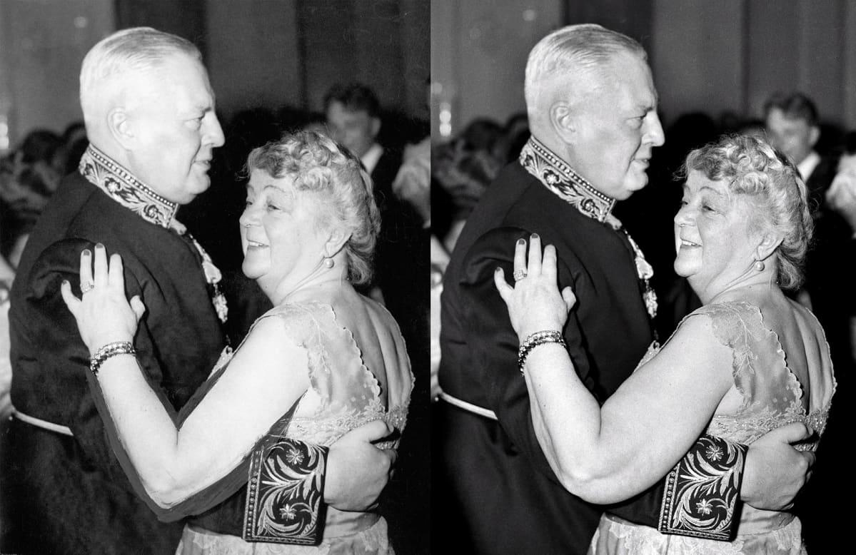 Alli Paasikivi tanssi vuonna 1953 Linnan juhlissa käsivarret paljastavassa mekossa ja hermostui nähtyään tilanteesta otetun kuvan. Hänen vaatimuksestaan kuvaa käsiteltiin niin, että käsivarsi saatiin näyttämään kapeammalta.