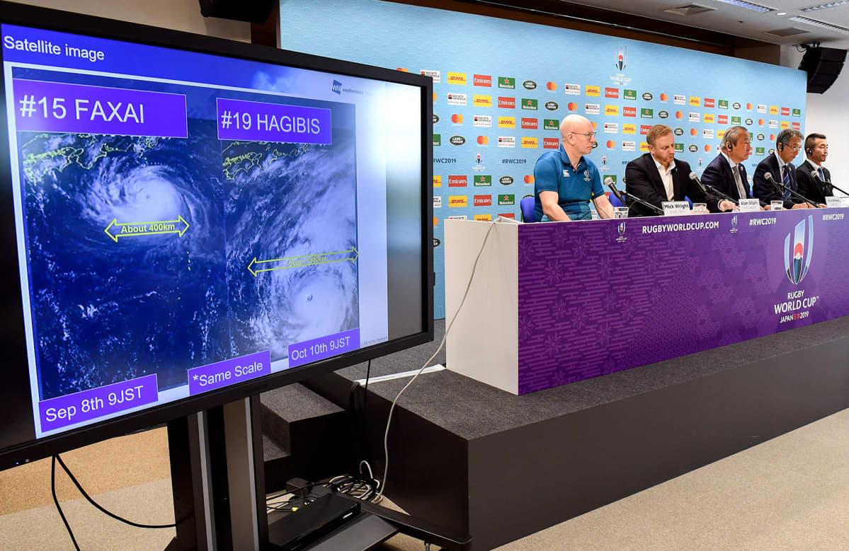 Taifuunin vaikutusta urheilukilpailuihin selviteltiin lehdistötilaisuudessa 10. lokakuuta Tokiossa.