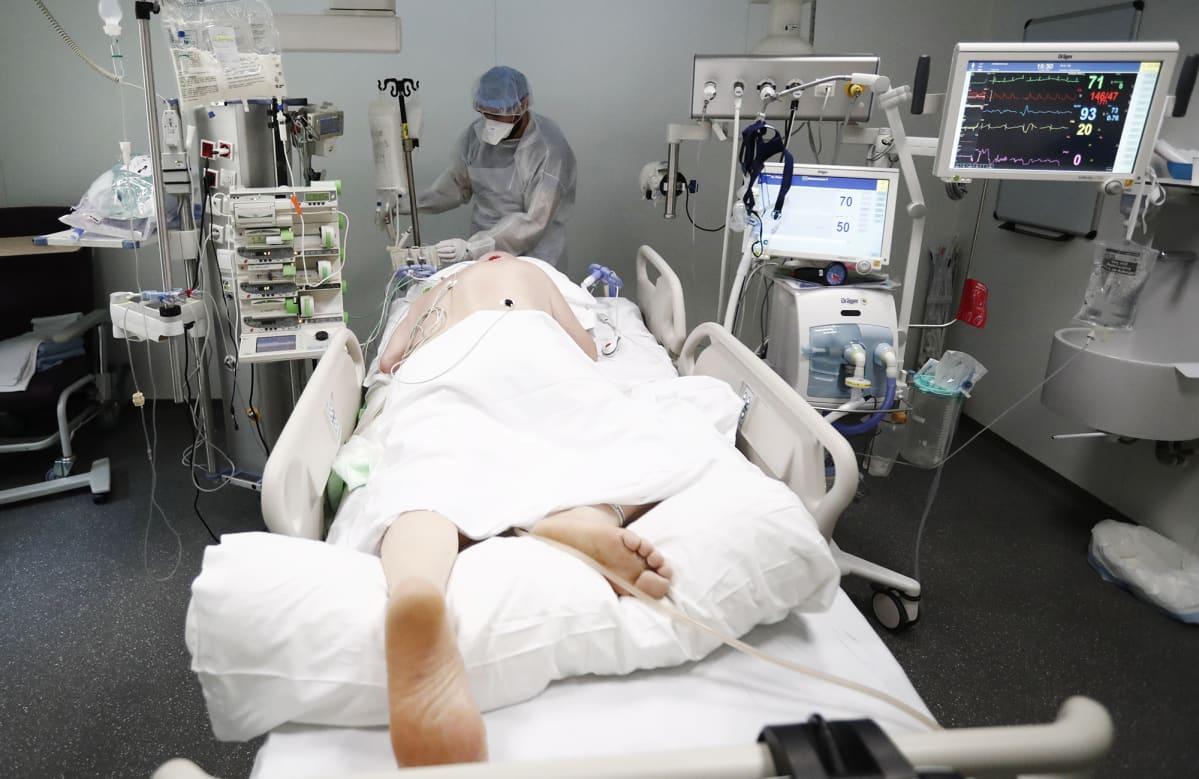 Kuvassa on potilas tehohoidossa Marseillessa.