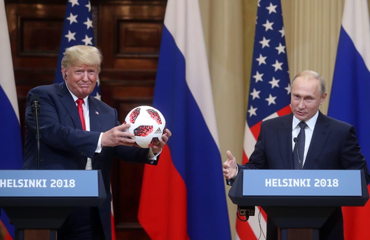 Yhdysvaltain entinen presidentti Donald Trump ja Venäjän presidentti Vladimir Putin tapasivat Helsingissä 2018.