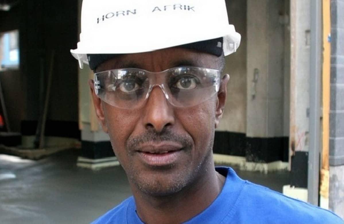 Yrittäjä Abdi Osmanin mielestä sosiaaliturva syrjäyttää.
