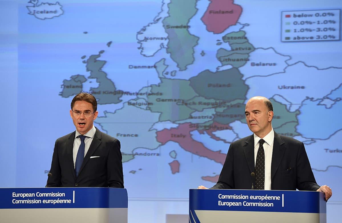 Jyrki Katainen ja Pierre Moscovici vierekkäin Euroopan kartta takanaan.