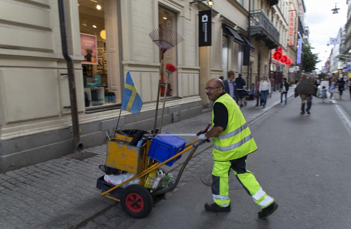 Tukholma, naisten Ruotsi-Hollanti jalkapallo-ottelu, katusiivooja