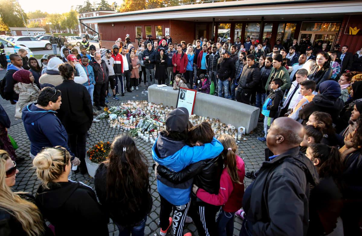 Trollhättanin koulumurhan surijoita