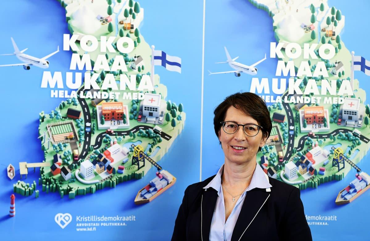Kristillisdemokraattien puheenjohtaja Sari Essayah esitteli puolueen kuntavaaliohjelman etäinfossa eduskunnassa.