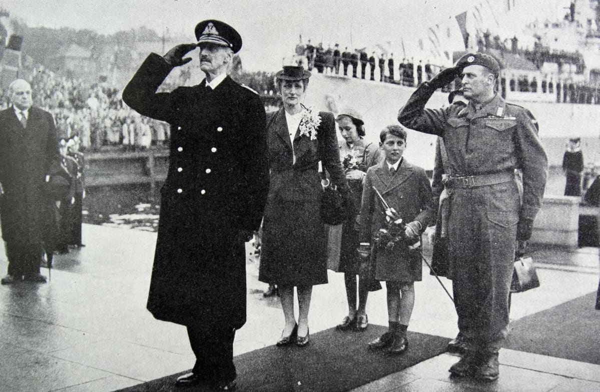 Kuningas Haakon, prinsessa Martha ja prinssi Olav lapsineen palasivat kotiin Norjan vapautuksen jälkeen 1945.